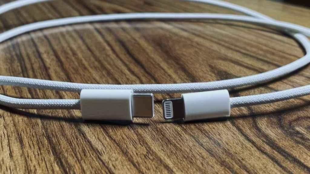 Cable trenzado de USB-C a Lightning.