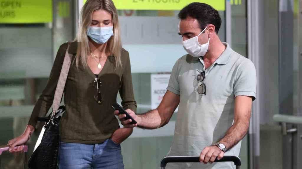 Ana Soria y Enrique en una imagen reciente llegando a Madrid desde Francia.