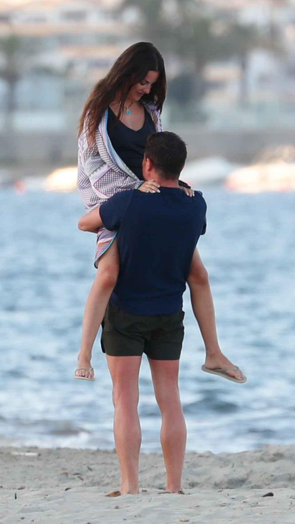 Alfonso Merlos y Alexia Rivas en Ibiza el pasado mes de julio.
