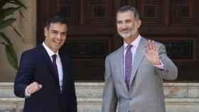 Pedro Sánchez y el Rey Felipe VI en una reunión que mantuvieron en Mallorca.