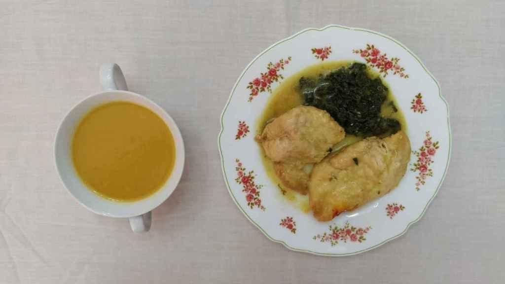 Mi primera comida de Menudiet: crema de calabaza y pollo al azafrán.