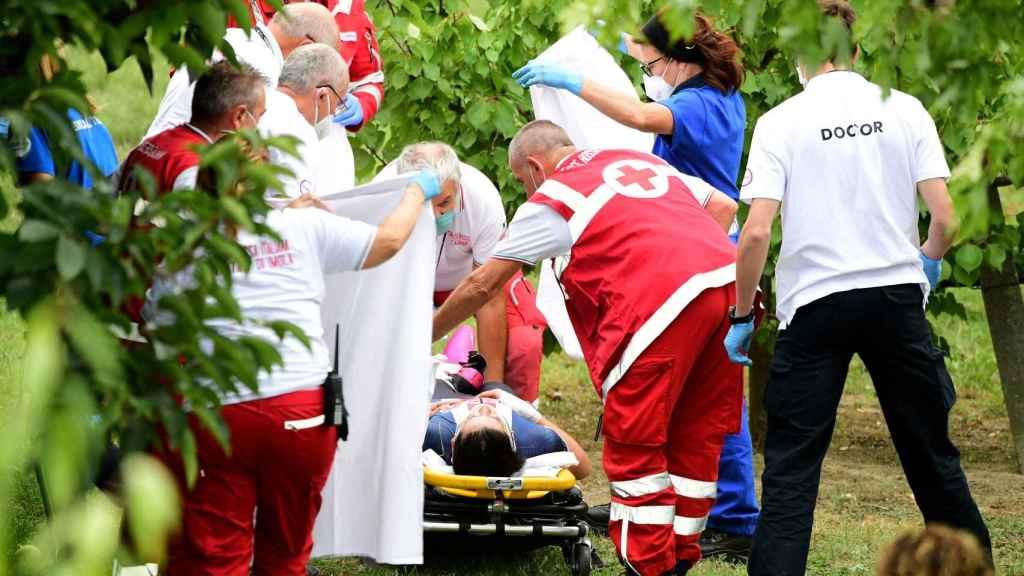 Los médicos atienden a Dygert tras su caída