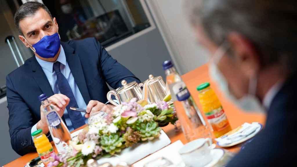 Pedro Sánchez, presidente del Gobierno, con David Sassoli, presidente del Parlamento Europeo.