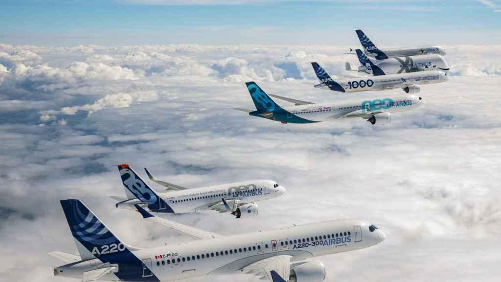 Aviones Airbus volando en formación