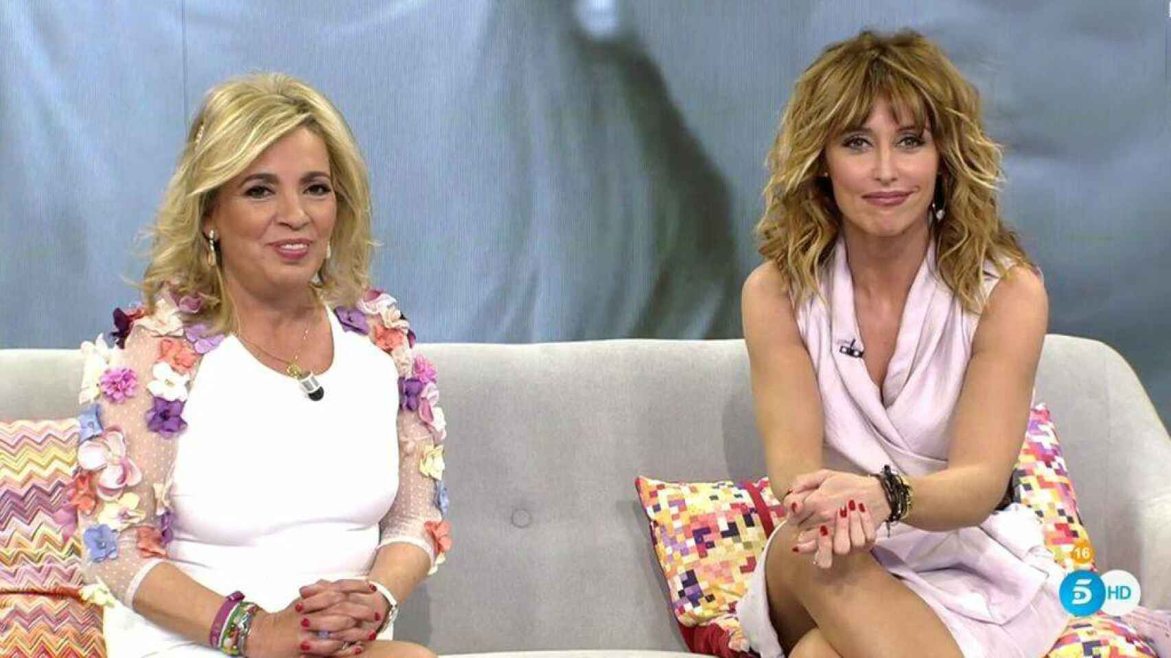 Emma García junto a Carmen Borrego, en un programa de 'Viva la vida'.