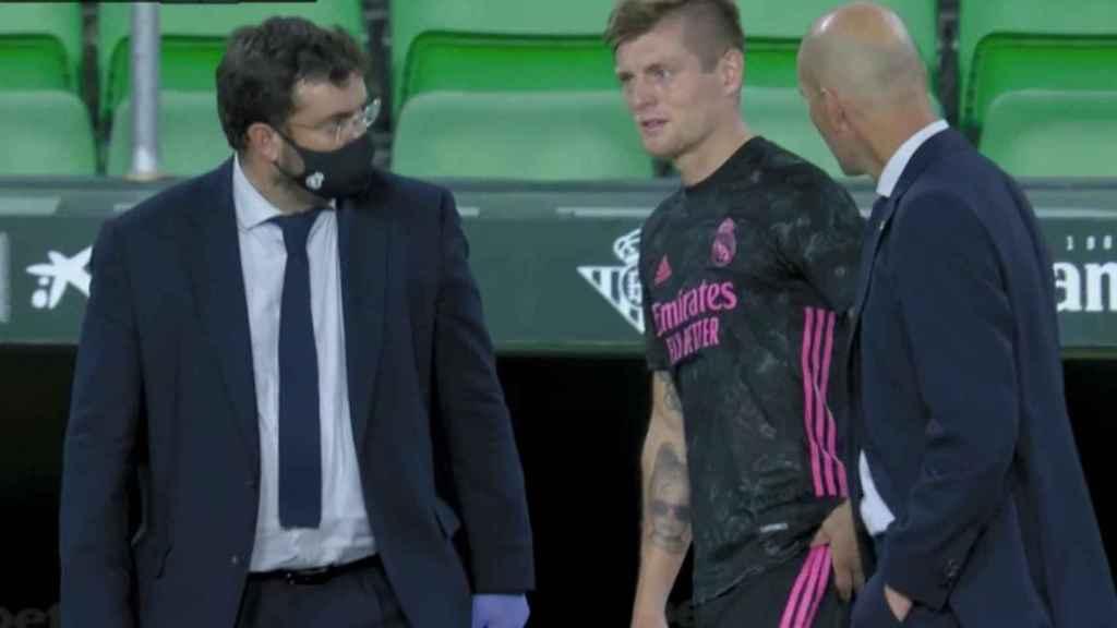 Toni Kroos se retira lesionado