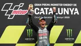 El piloto francés Fabio Quartararo celebra su victoria en el Gran Premio de Cataluña.