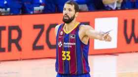 Nikola Mirotic, durante el Barcelona - RETAbet Bilbao Basket de la ACB