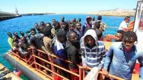 Inmigrantes subsaharianos llegando a las costas españolas