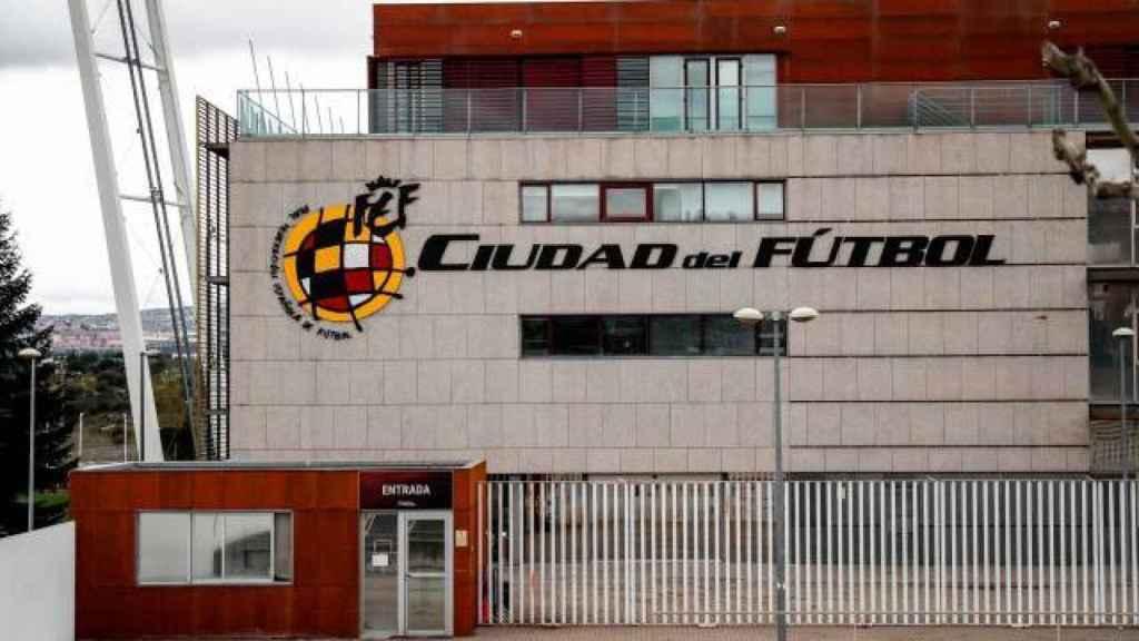 El exterior de la Ciudad del Fútbol de Las Rozas, sede de la Real Federación Española de Fútbol