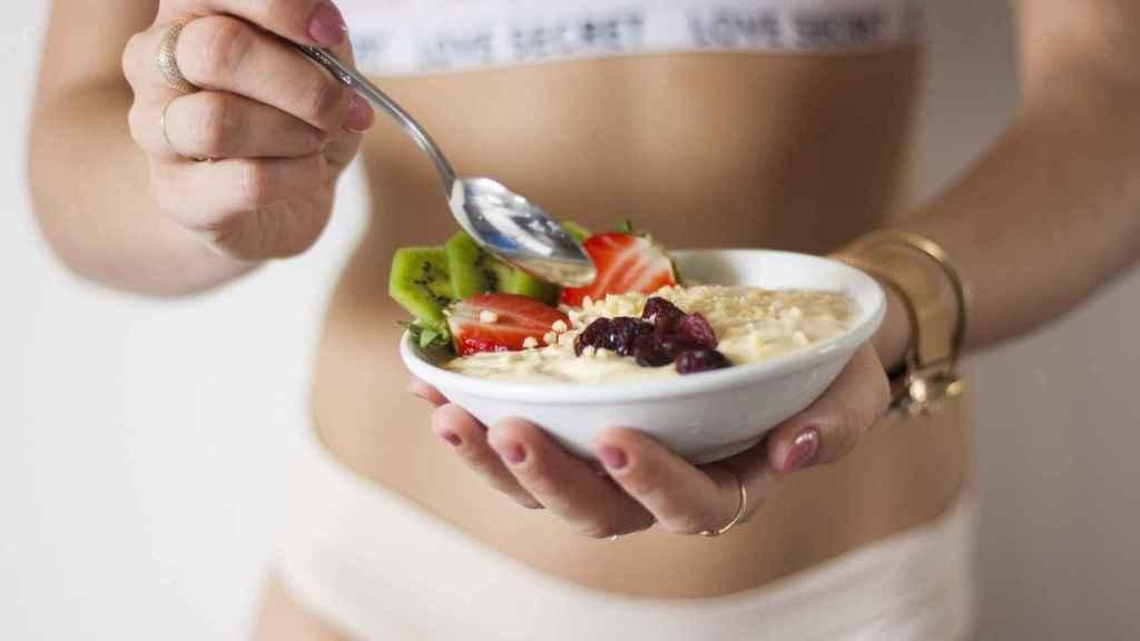 A menor cantidad de tiempo para alimentarse, menos comida se consume.