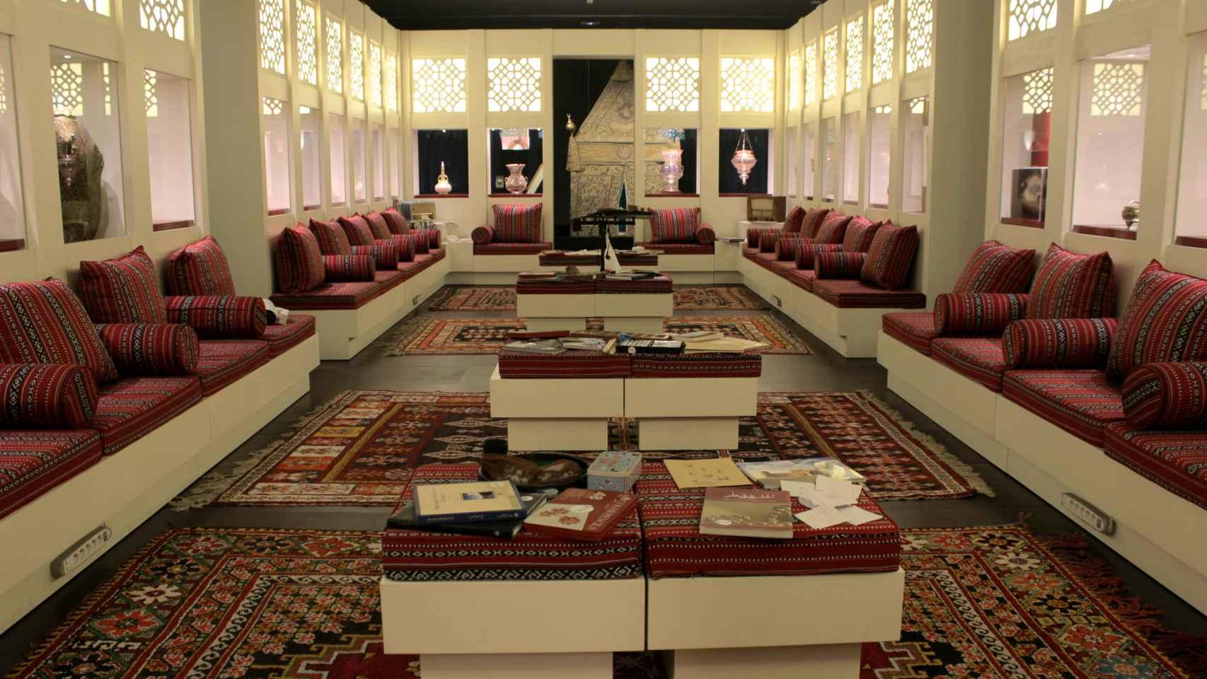 Vista de la exposición 'El Majlis. Diálogo entre cultura'.
