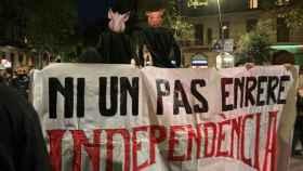 El lanzamiento de cerdos con toga: la protesta de los CDR tras la inhabilitación de Torra