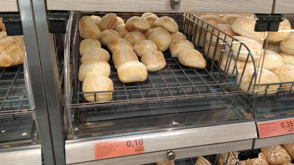 Los panecillos de Mercadona vendidos a granel por 10 céntimos la unidad.