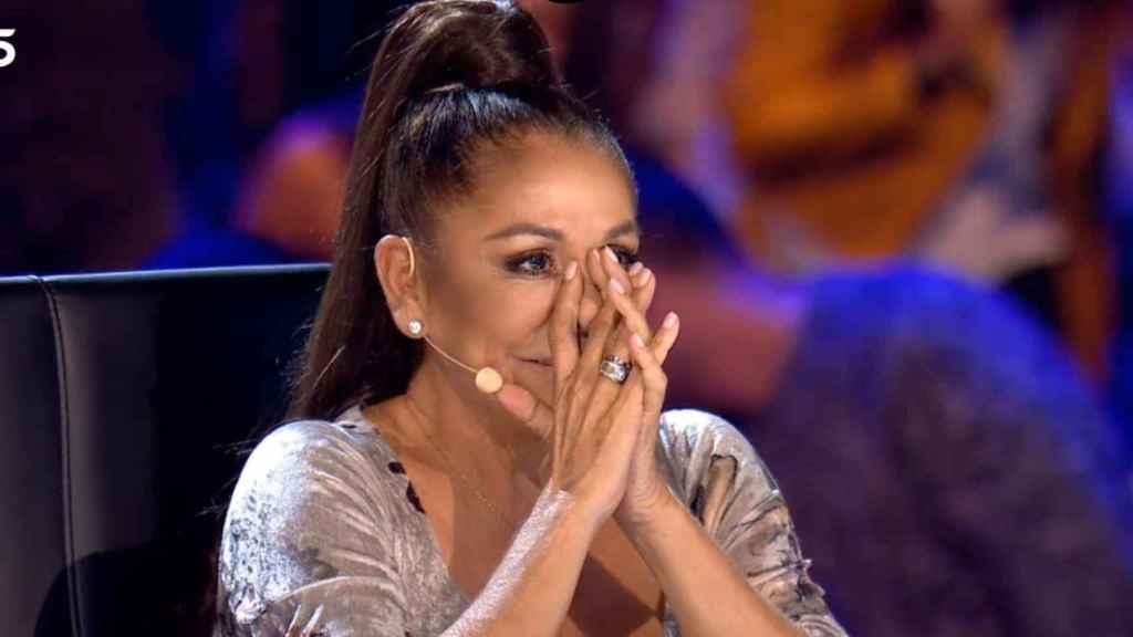 Isabel Pantoja, conmovida, durante la cuarta emisión de 'Idol kids'.