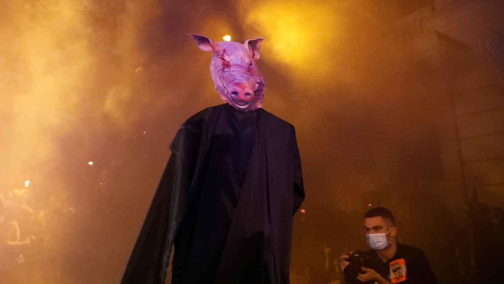 'Cerdos con toga' en las protestas más violentas contra la decisión del Tribunal Supremo de inhabilitar a Quim Torra.