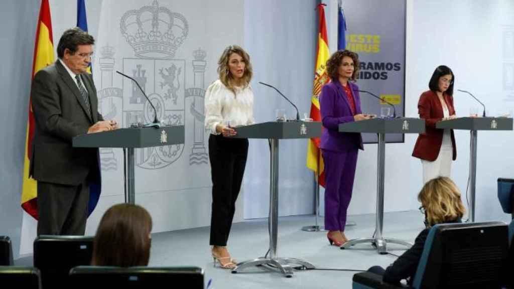Los ministros Escrivá, Díaz, Montero y Darias, en la rueda de prensa posterior al Consejo de Ministros.