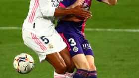 Raphael Varane choca con Raul Garcia