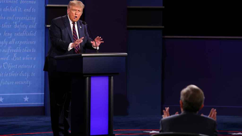 Donald Trump en una de sus discusiones con el moderador del debate, Chris Wallace.