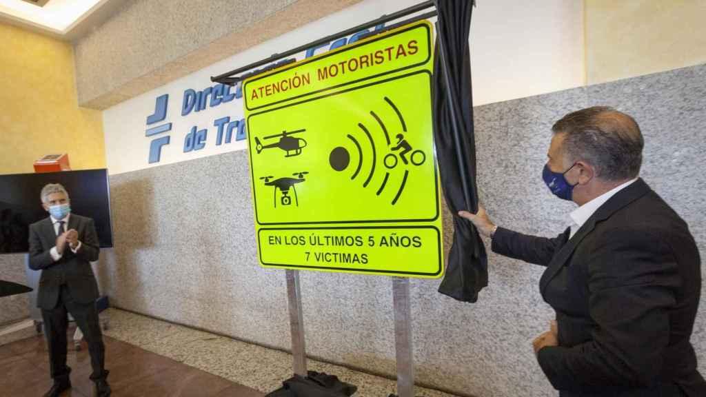 Presentación de la nueva señalización de tramos de riesgo para motoristas en la DGT