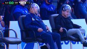 Maradona, con su máscara 'futurista' antiCovid