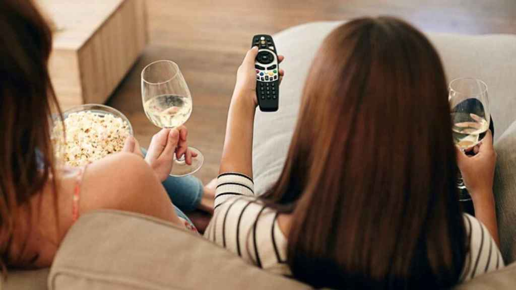 Una peli y un vino siempre es un buen plan.