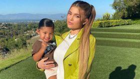 Kylie Jenner y su hija, Stormi.