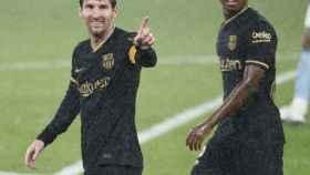 Messi y Ansu Fati celebran un gol