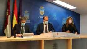 Rafael Pérez Borda, Alberto Rojo y  Lucía de Luz, de izquierda a derecha