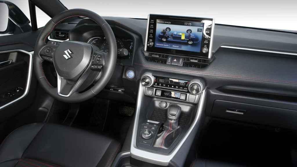 Imagen del interior del Suzuki Across.