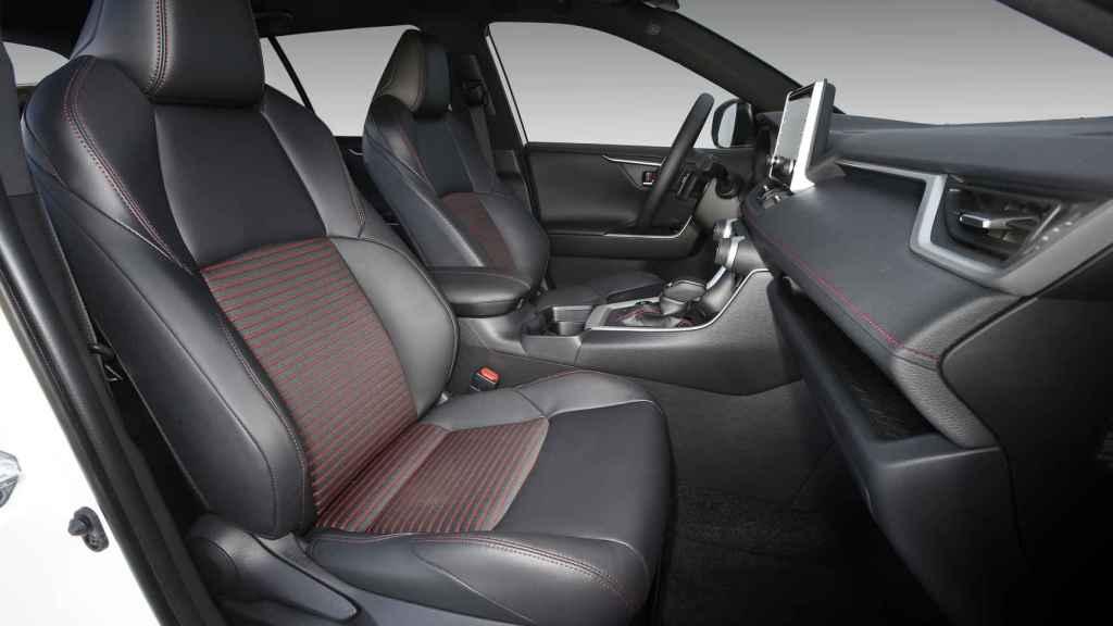 Los asientos delanteros y traseros son calefactables.