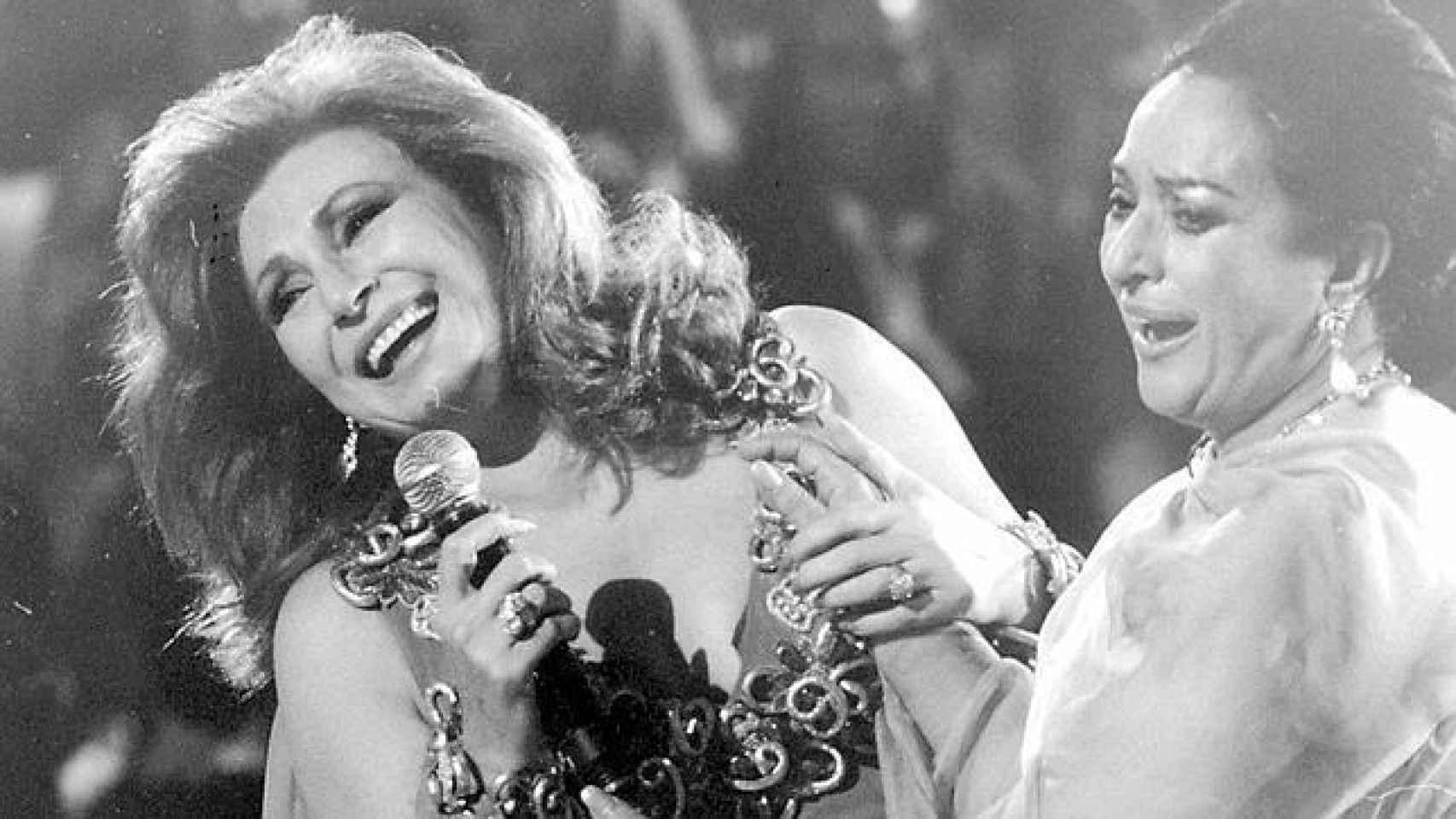 Dos feministas míticas, Rocío Jurado y Lola Flores, del mundo de la canción.