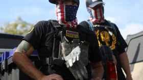 Un grupo de 'Proud Boys' acuden a un mitin político en Portland (Oregon).