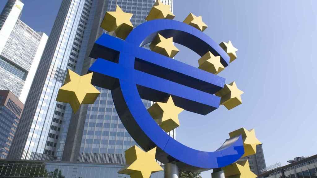 Monumento al euro en la antigua sede del BCE en Fráncfort.