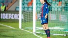 Esther González en un partido con el Levante UD Femenino