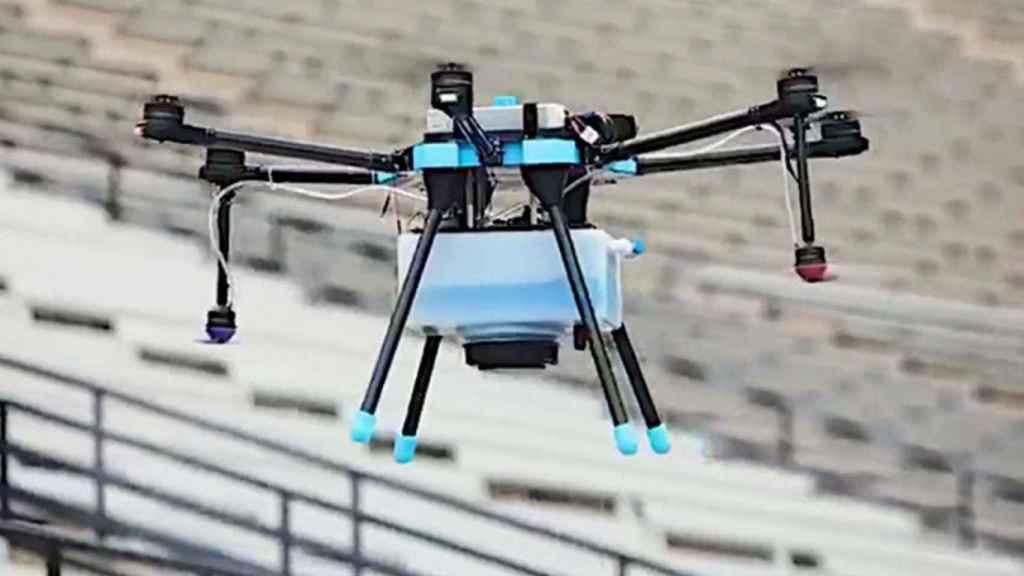 Dron capaz de desinfectar estadios.