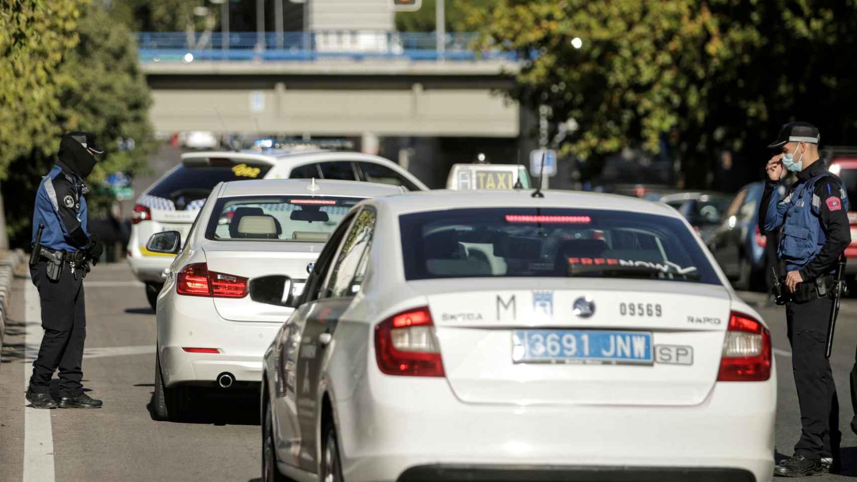 La Policía vela por el control de las restricciones en Madrid