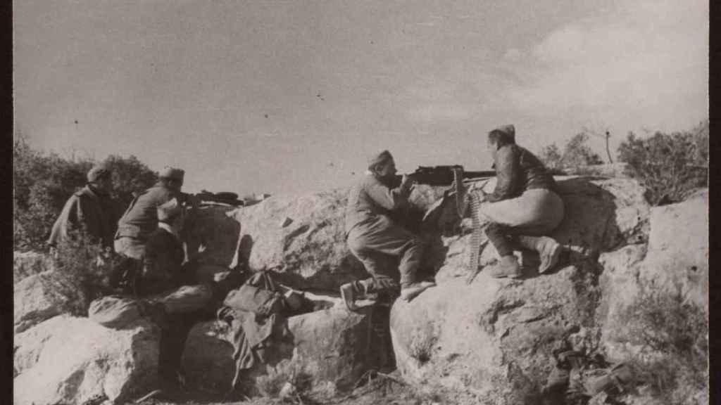 Escena de un combate durante la batalla del Ebro.