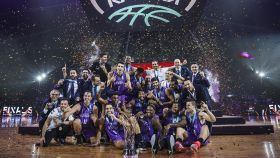 San Pablo Burgos celebra su título de la Champions League