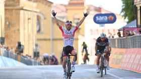 Ulissi vence en la segunda etapa del Giro de Italia