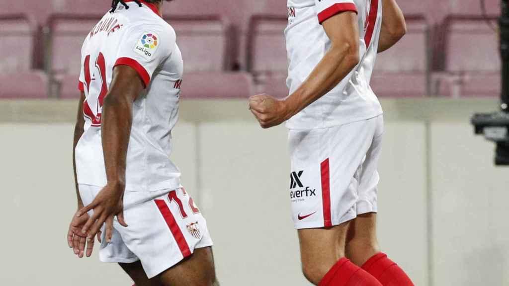 Luuk De Jong y Jules Koundé celebran el gol del Sevilla en la jornada 5 de La Liga