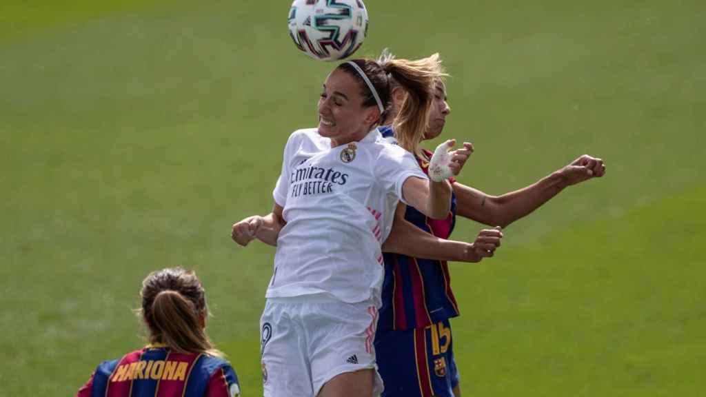 Kosovare Asllani y Leila Ouahabi, durante el Real Madrid Femenino - FC Barcelona Femenino