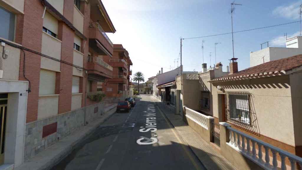 La calle Sierra de Carrascoy, en San Pedro del Pinatar (Murcia), lugar donde se produjeron los hechos.