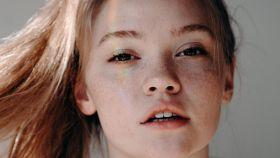 Sin cremas y sin maquillaje: este es el secreto para presumir de una mirada más joven y tersa