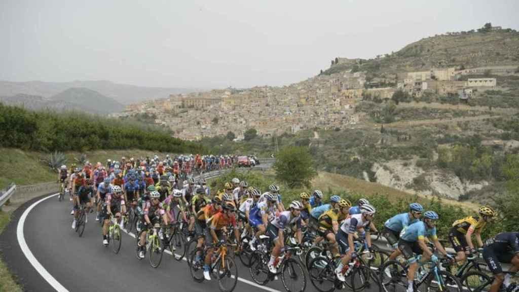 El pelotón del Giro de Italia en la etapa 3