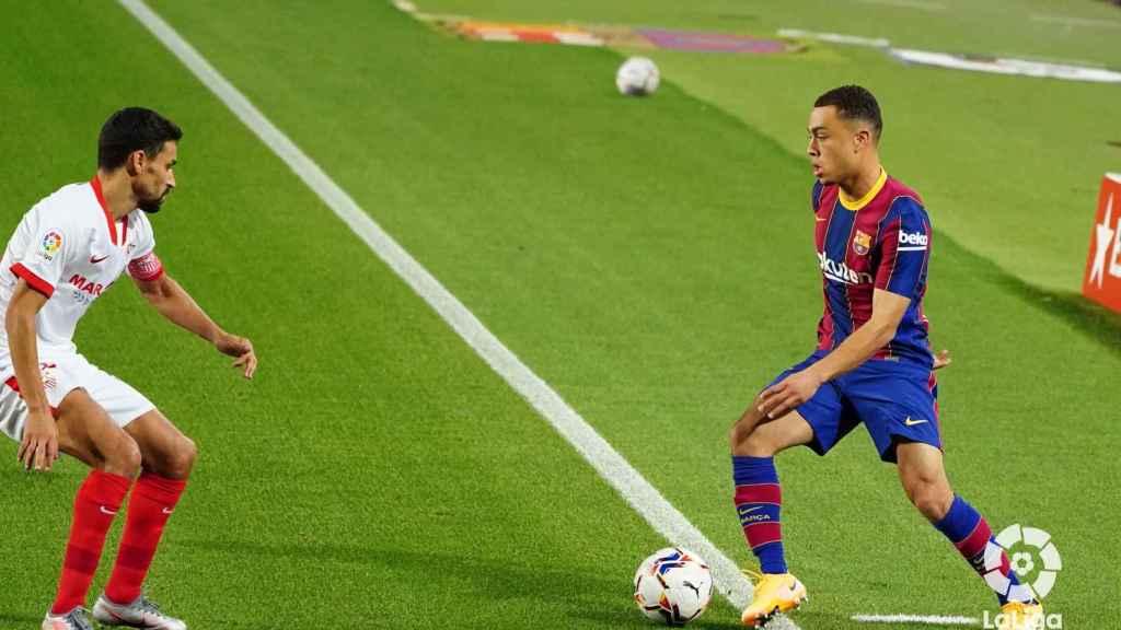 Sergiño Dest en su debut con el Barça