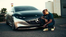 Hamilton y el prototipo eléctrico EQS de Mercedes-Benz