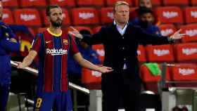 Miralem Pjanic y Ronald Koeman, durante el partido ante el Sevilla
