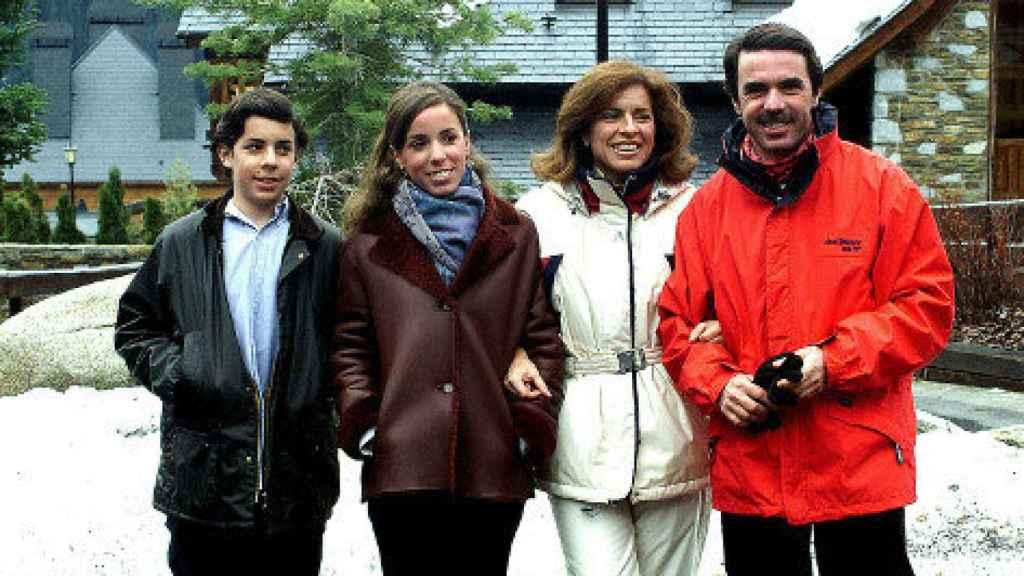 La familia Aznar posa durante sus vacaciones en Baqueira.