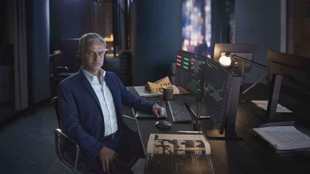 José Morinho posa como embajador del bróker XTB.